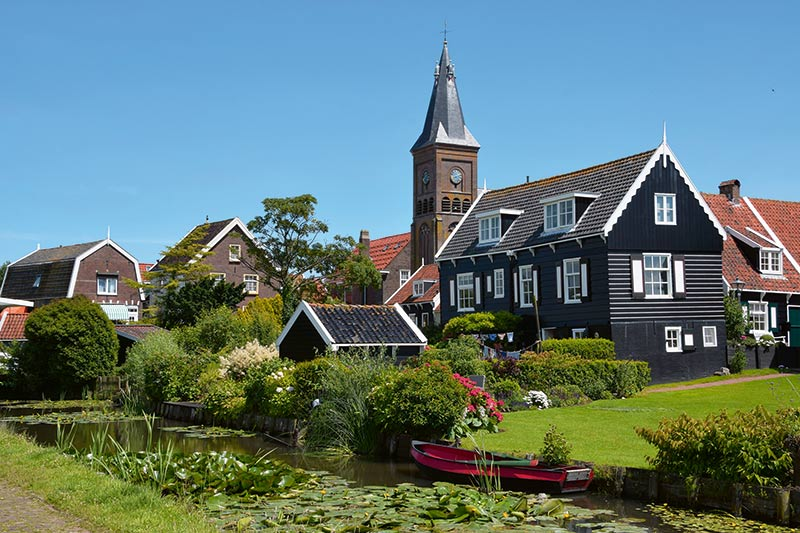 tourist group holding peninsula marken